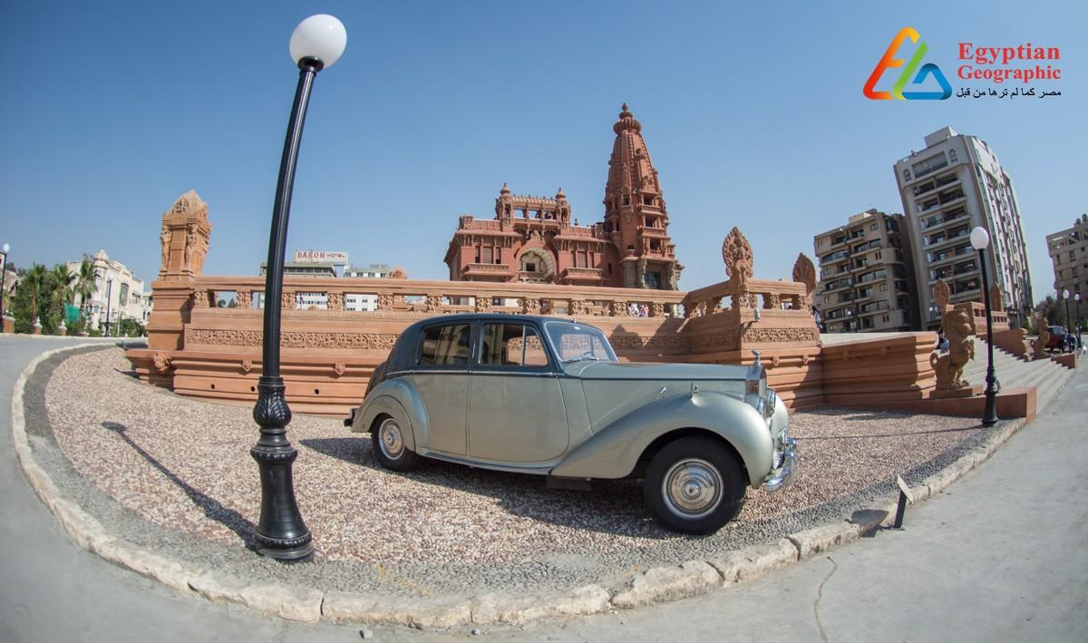 Cسيارات عشرينات وثلاثينات القرن الماضي أمام قصر البارون